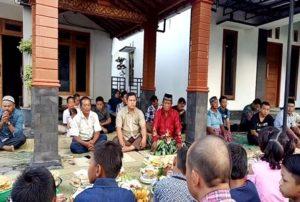 rangkaian prosesi upacara tradisi Nyadran diawali dengan kenduri bersama yang dilakukan oleh semua warga di Padukuhan Karangmoncol